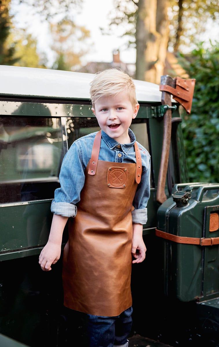 WITLOFT Kids in the backyard Story boy in te WITLOFT Land Rover