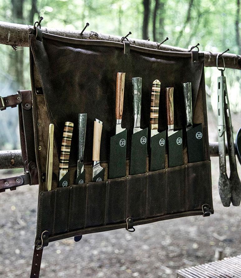Witloft messenmap opgehangen voor makkelijk toegang tot de messen