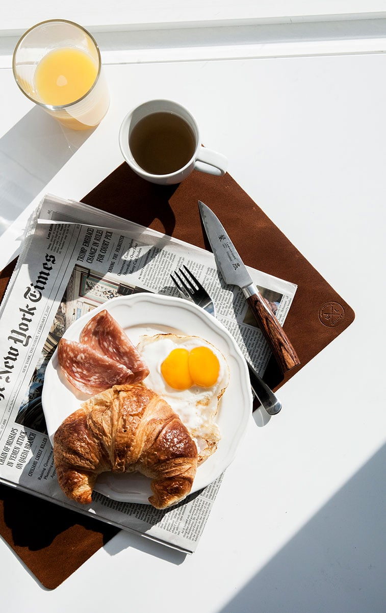 WITLOFT Penthouse in NYC Story breakfast on a cognac placemat