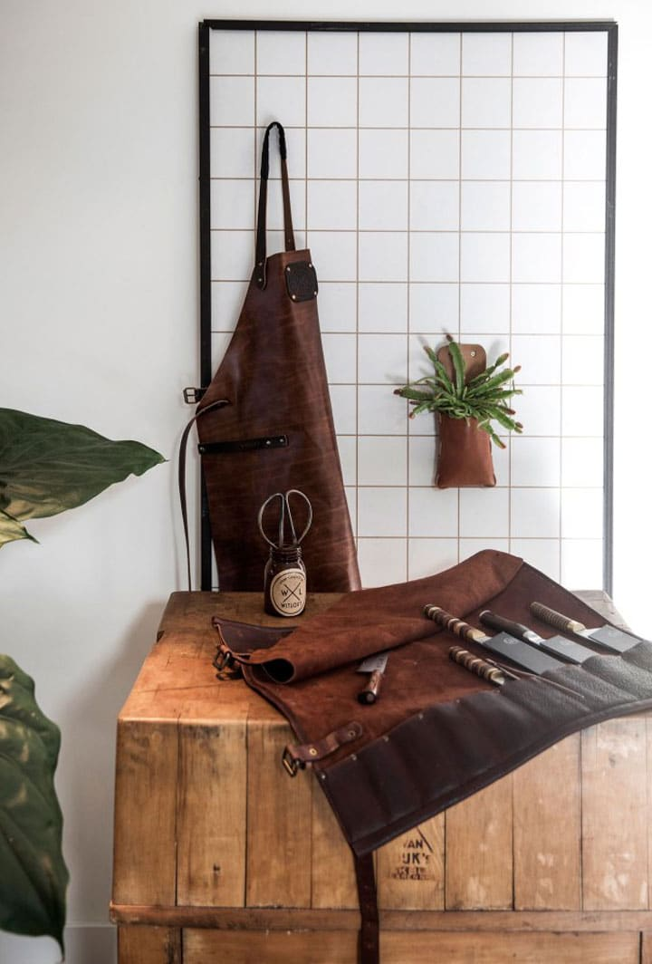 WITLOFT cognac apron and knife roll in the kitchen